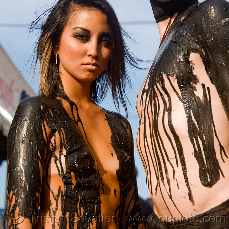 black latex body painting - folsom street fair 2009 (san francisco), black latex, black paint, body art, body painting, couple, folsom street fair, latex body paint, latex paint, topless woman